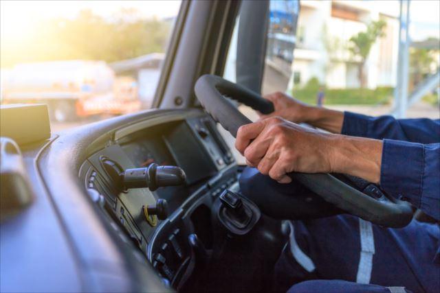 違いってなに?タクシードライバーとトラックドライバーについて